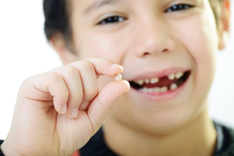 Зуб выпал подросток